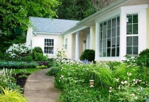 Aardweg Landscaping Spring Garden Cleaning & Maintenance