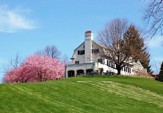 Image of the Chanticleer Gardens Main House via Wikimedia