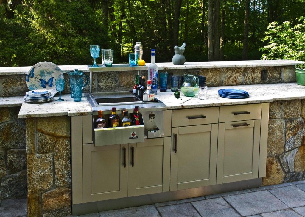 Stainless steel cabinets for your outdoor kitchen trend for Stainless outdoor kitchen