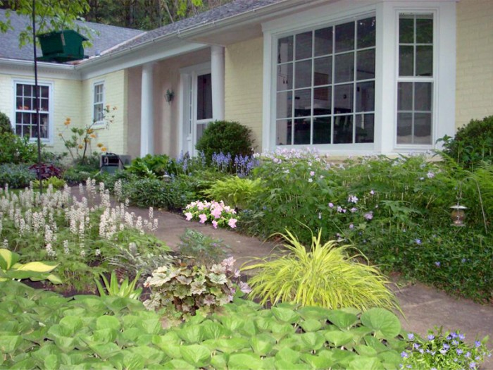Cost effective front yard landscape design plans for Front yard landscaping cost