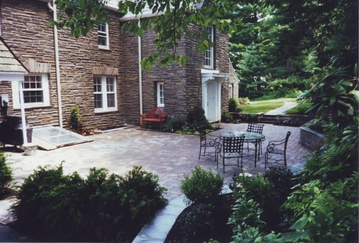 A fall courtyard landscaped in Philadelphia