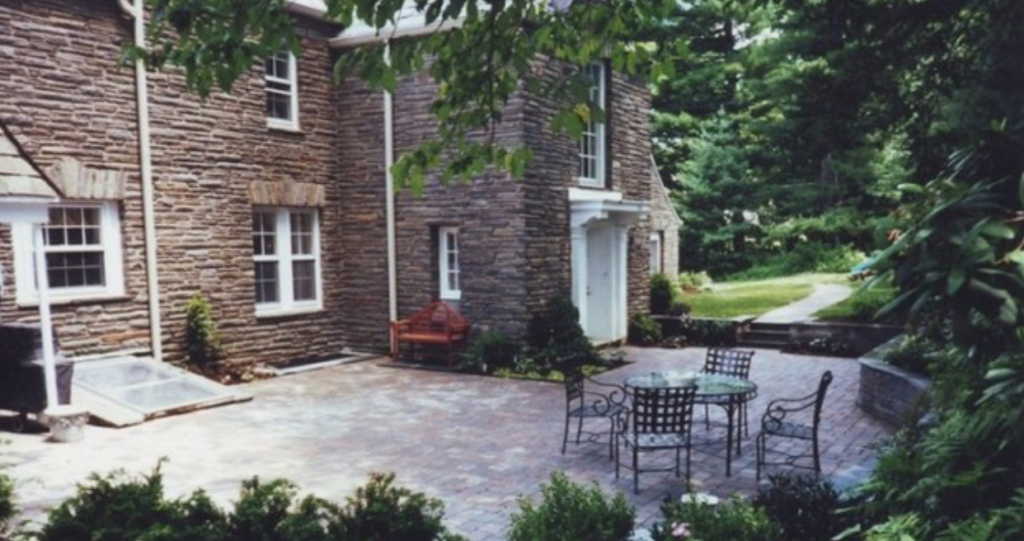 Landscaped Courtyard in Ranor, PA